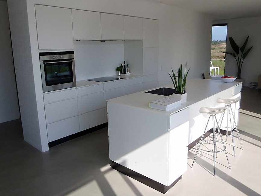 Bonnelycke mdd interior designed private home with modern white kitchen with kitchen island, done by Bonnelycke. mdd
