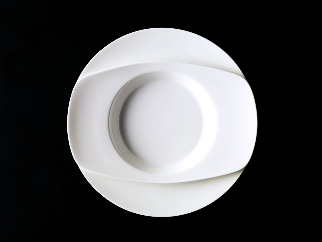 Bent Brandt - TABL white bone china S1 oval soup plate on S1 plate
