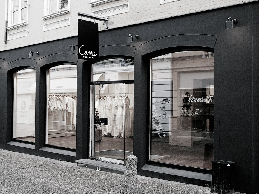 Facade of Marianne Carøe tailor boutique in Aarhus